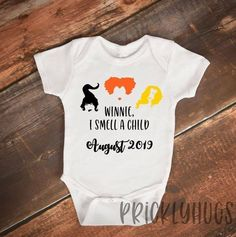 Halloween ideas for your baby reveal: Hocus Pocus expecting announcement for Halloween baby announcement Pregnant Halloween, Baby Halloween, Pregnant Cat, Halloween Pregnancy Announcement, Pregnancy Announcements, Baby Announcement To Parents, Baby Onesie Announcement, Military Pregnancy Announcement, Rainbow Baby Announcement