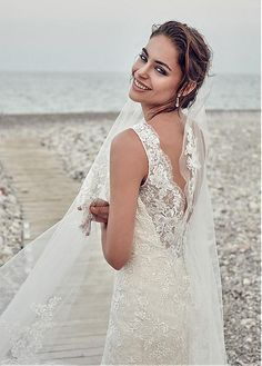 56a8ee791b Magbridal Fantastic Tulle   Lace Scoop Neckline Mermaid Wedding Dresses  With Lace Appliques