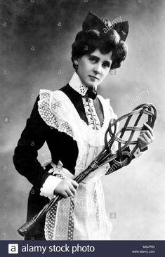 Edwardian Maid with rug beater. Antique Photos, Vintage Pictures, Vintage Photographs, Old Pictures, Vintage Images, Old Photos, Belle Epoque, Edwardian Era, Edwardian Fashion
