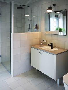 Moderni kylpyhuone, mustat hanat! Kuva Asuntomessuilta 2016 - lisää kuvia Etuovi-blogissa!