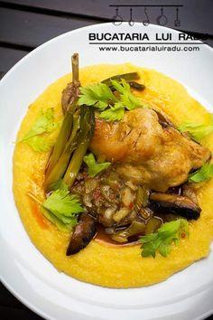 Iepure la cratita cu sos de telina, ciuperci si mamaliguta. Thai Red Curry, Ethnic Recipes, Dan, Food, Spreads, Eten, Meals, Diet