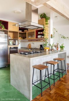 New modern house kitchen decor ideas Home Decor Kitchen, Rustic Kitchen, New Kitchen, Home Kitchens, Kitchen Design, Kitchen Ideas, Mini Kitchen, New Modern House, Colorful Apartment