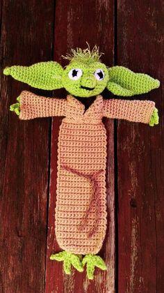 LindaDavie's Squashed Yoda – Bookmark - Pinvhouse Easy Crochet Bookmarks, Crochet Bookmark Pattern, Easy Crochet Patterns, Knitting Patterns, Crochet Cozy, Crochet Books, Crochet Gifts, Free Crochet, Star Wars Crochet