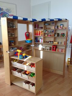 Einkaufsladen kids room ideas - Moto Tutorial and Ideas Diy Play Kitchen, Toy Kitchen, Play Grocery Store, Diy Karton, Baby Doll Accessories, Cardboard Toys, Play Spaces, Toy Rooms, Dramatic Play