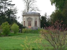 The Belvedere, a small classical pavilion requested by the Queen and built by her architect Richard Mique between 1778 ~1781, was used as a teahouse by Marie Antoinette. Le Petit Trianon