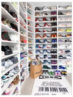 Shoe Room, Shoe Wall, Shoe Closet, Sneakers Wallpaper, Shoes Wallpaper, Cute Nike Shoes, Nike Air Shoes, Tenis Nike Jordan, Estilo Kylie Jenner