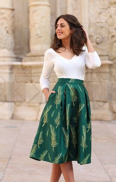 Saia Maria - Colecção Pleated Skirt Outfit, Skirt Outfits, Skirt Fashion, Fashion Dresses, African Shirts, Africa Dress, Dress Attire, Royal Clothing, Indian Designer Outfits