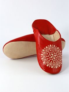 Berber leather shoe babouche or ''cherbil'', with floral patterns, comfortable and easy to join ! 2016's summer must have shoe ! | Biyadina® BABOUCHE ADDICTION