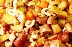 Recept za pečeni krompir sa korom i povrćem na seljački način. Tradicionalno posno jelo vrhunskog ukusa. Brzo se sprema, najbolje ide uz kiselo mleko.