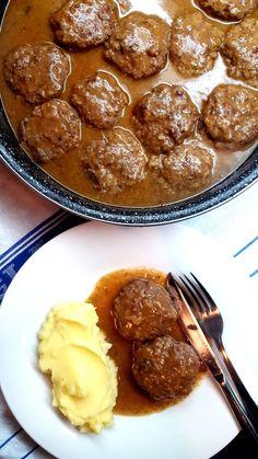 Polpete u saftu - Mama ja sam gladan Bosnian Recipes, Croatian Recipes, Cooker Recipes, Meat Recipes, Chicken Recipes, Recipies, Baked Pork Ribs, Best Lasagna Recipe, Macedonian Food