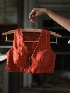 Saree Blouse Neck Designs, Fancy Blouse Designs, Estilo India, Blouse Designs Catalogue, Stylish Blouse Design, Designer Blouse Patterns, Sleeveless Blouse, Sarees, Lehenga Choli