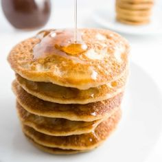 These keto low carb pancakes with almond flour and coconut flour are so easy, fluffy, and delicious. Paleo and gluten-free, too! Paleo Pancakes Almond Flour, Pancakes And Bacon, Almond Flour Recipes, Keto Pancakes, Breakfast Pancakes, Coconut Flour, Salad Recipes With Bacon, Bacon Recipes, Low Carb Recipes