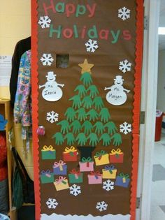 Trendy door decorations classroom tree decorating ideas 29 ideas - New Deko Sites Preschool Door, Preschool Christmas, Christmas Crafts For Kids, Christmas Activities, Preschool Bulletin, Merry Christmas, Christmas Door Decorating Contest, Holiday Door Decorations, School Door Decorations