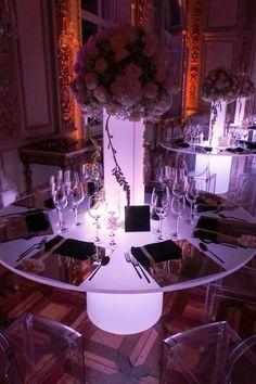 Tavoli luminosi per matrimoni ed eventi speciali. Preludio Noleggio, attrezzature per catering eventi.  Wedding table setting for your wedding in Italy.