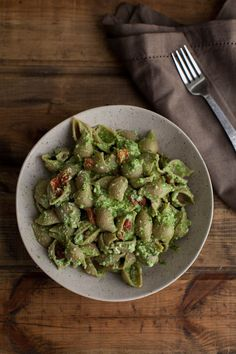 Spinach-Pesto Pasta with Roasted Red Peppers and Ricotta