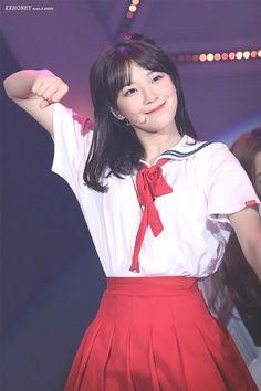Cute Korean Girl, Cute Asian Girls, Grunge Girl, Girl Short Hair, All Pictures, Kpop Girls, Ulzzang, Cheer Skirts, Short Hair Styles