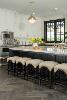 Black and white kitchen by Shop Drew's Honeymoon House! Kitchen Dining, Kitchen Decor, Dining Room, Kitchen Trends 2018, Diy Home, Home Decor, Cocinas Kitchen, Victorian Kitchen, Beautiful Home Designs