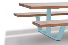 cassecroute table - picknicktafel - houten balken - licht blauwe onderstellen
