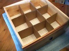 Divisórias de papelão para organizar gavetas.