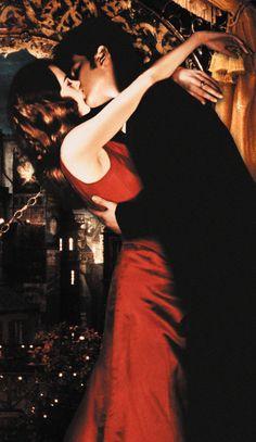 Satine (Nicole Kidman) and Christian (Ewan McGregor) - Moulin Rouge Satine Moulin Rouge, Moulin Rouge Movie, Moulin Rouge Costumes, Le Moulin, Christian Couples, Christian Dating, Romantic Movie Scenes, Movie Kisses, Love Scenes