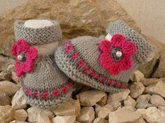 Strickanleitung Babyballerinas mit Blume - Strickanleitungen bei Makerist