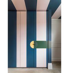 New bedroom door knobs closet Ideas Bedroom Closet Storage, Wardrobe Design Bedroom, Master Bedroom Closet, Cupboard Doors Makeover, Closet Door Makeover, Half Painted Walls, Folding Closet Doors, Sliding Door Design, Closet Layout