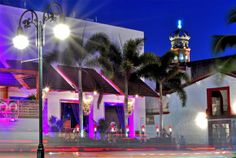 Puerto Vallarta is a city that never sleeps, and for many it comes alive at night!  In the heart of Vallarta, along the stretch of the Malecón you´ll find late-night restaurants, live music venues, bars and nightclubs, offering something for everyone.