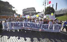 Partecipazione alla Marcia per la Vita (Roma, maggio 2012).