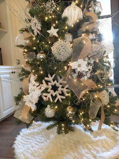 10 Christmas Decor Tips Grey Christmas Tree, Beautiful Christmas Trees, Gold Christmas, Christmas Home, Christmas Ideas, Rustic Christmas, Christmas Stuff, Holiday Fun, Merry Christmas