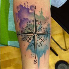 Tattoo aquarelle boussole https://tattoo.egrafla.fr/2016/01/14/modele-tatouage-boussole-rose-des-vents/