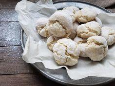 Amaretti : Biscuits parfaits pour l'heure du thé Cinq Fourchettes Amaretti Biscuits, Sans Gluten, C'est Bon, Cookies, Food, Pizzeria, Occasion, Salads, Almond Flour