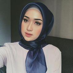 Bawal organza by me 🌻 Kebaya Dress, Hijab Dress, Hijab Outfit, Turban Tutorial, Hijab Style Tutorial, Hijab Casual, Hijab Chic, Kaftan Designs, Royal Wedding Gowns