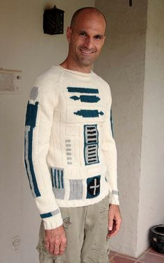 Geek Yum : R2D2 Sweater shut the front door. i need to work on my knitting skills