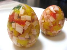 How to make impressive gelatin eggs! Perfect for Easter or any other fanciful event. Retro Recipes, Vintage Recipes, Easter Recipes, Egg Recipes, Gelatin Recipes, 70s Food, Weird Food, Gross Food, Jello