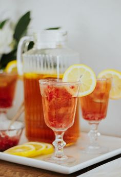 One of the best things about summer is the ability to make sun tea! Here is a recipe for Raspberry Lemon Sun Tea that is a refreshing drink for summer. Sun Tea Recipes, Summer Recipes, Easy Healthy Recipes, Vegan Recipes, Fruit Combinations, Clean Eating Tips, Brewing Tea, Refreshing Drinks, Iced Tea