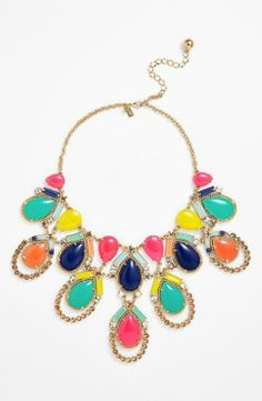 Love the bright colors on this mosaic statement necklace.