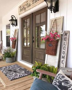 Amazing Farmhouse Style Front Porch Design And Decor Ideas - rustic farmhouse front door Farmhouse Front Porches, Farmhouse Decor, House With Porch, Front Porch Decorating, Rustic Farmhouse, Porch Design, Farmhouse Doors, Farmhouse Style, Building A Porch