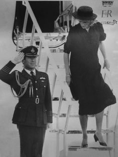 1984-08-22 Diana arrives back at Aberdeen Airport after the funeral of uncle, Edmund Roche, 5th Baron Fermoy, in Sandringham