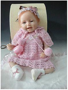 Graziosa bambola interamente fatta a mano dalle nostre artiste, ottimo come regalo per bambini o da collezionare!