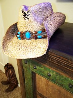 <3 Cowboy hat and boots