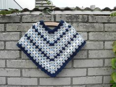 I had this when I was I loved it. Crochet baby poncho I had this when I was I loved it. - Crochet and Knit Crochet Baby Poncho, Crochet Kids Hats, Crochet Girls, Crochet Baby Clothes, Knitting For Kids, Baby Knitting, Toddler Poncho, Girls Poncho, Crochet Stitches