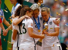 #20 ABBY WAMBACH HAVING A MOMENT WITH HER US TEAM MATES