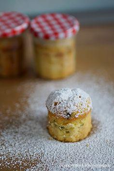 Zauberhaftes Küchenvergnügen: Zitronen-Joghurt Kuchen mit Pistazien im Glas