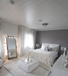 Elegant Gray Bedroom In 2019 Room Decor Bedroom Silver Idea Bedroom Stunning Decorating Ideas Women Single Female Bedr Bedroom Ideas For Small Rooms Women, Small Room Bedroom, Gray Bedroom, Room Decor Bedroom, Magical Bedroom, Bedroom Colors, Woman Bedroom, Female Bedroom, Teen Girl Bedrooms