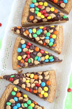 This Chocolate Peanut Butter Cookie Pizza is thick and delicious. The best cookies around with fun pops of chocolate color! Chocolate Peanut Butter Cookies, Peanut Butter Desserts, Chocolate Chip Cookie Pizza, Easy Desserts, Delicious Desserts, Yummy Food, Cookie Recipes, Baking Recipes, Dessert Recipes