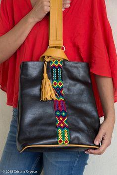 Back Pack de Piel, Negro con Amarillo. | Consulta disponibilidad en cristinaorozco.mx