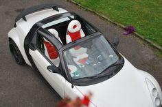 SMART Roadster Autositzbezuege nach Mass Kundenprojekt. Dieser SMART Roadster kann nun wieder in der Sonne strahlen. Die dunklen Stoffsitzbezüge wurden farblich passend zum Fahrzeug abgestimmt. Die Sitzbezuege werden ganz einfach über die Originalbezüge montiert. Weitere Informationen auch unter www.designbezuege.de  #Smart, #Sitzbezuege, #Tuning, #Autositz, #Roadster, #Autositzbezuege, #designbezuege