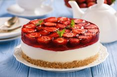 La cheesecake alle fragole senza cottura è un dolce fresco e cremoso, senza cottura al forno