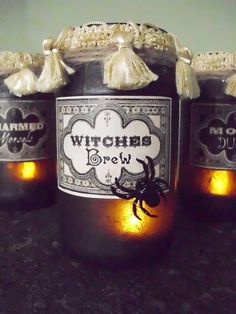 Vintage Potion and Spell Jars for Halloween! Excellent tutorial on how to make your own Halloween apothecary jars in an elegant vintage style. Halloween Potion Bottles, Halloween Candles, Spooky Halloween, Holidays Halloween, Vintage Halloween, Halloween Crafts, Holiday Crafts, Happy Halloween, Halloween Decorations