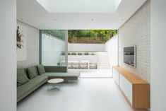 British architecture studio Moxon Architects has renovated a Victorian townhouse in London, excavating its basement level to add an extension and creating bright, minimalist interiors. British Architecture, Victorian Architecture, Interior Architecture, Interior Design, Interior Ideas, Victorian Terrace House, Victorian Townhouse, Victorian Homes, Townhouse Interior